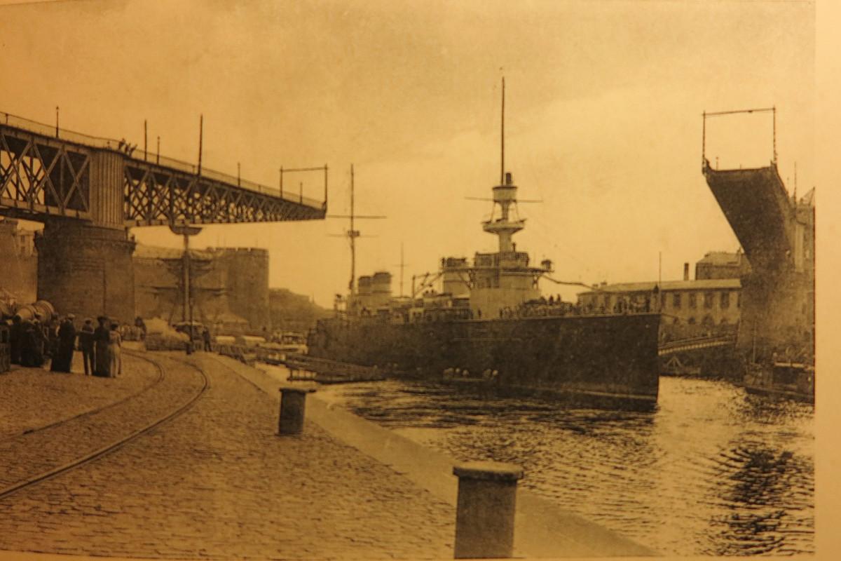 [Les ports militaires de métropole] Port de BREST - TOME 2 - Page 21 Brest_13