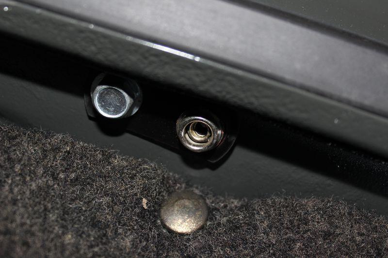 diametre boulon fixation tapis coffre avant Img_5020