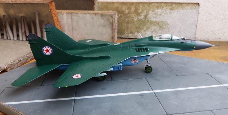Mig 29 Nord coréen de parade - Heller (boitage Airfix). Mig29_13