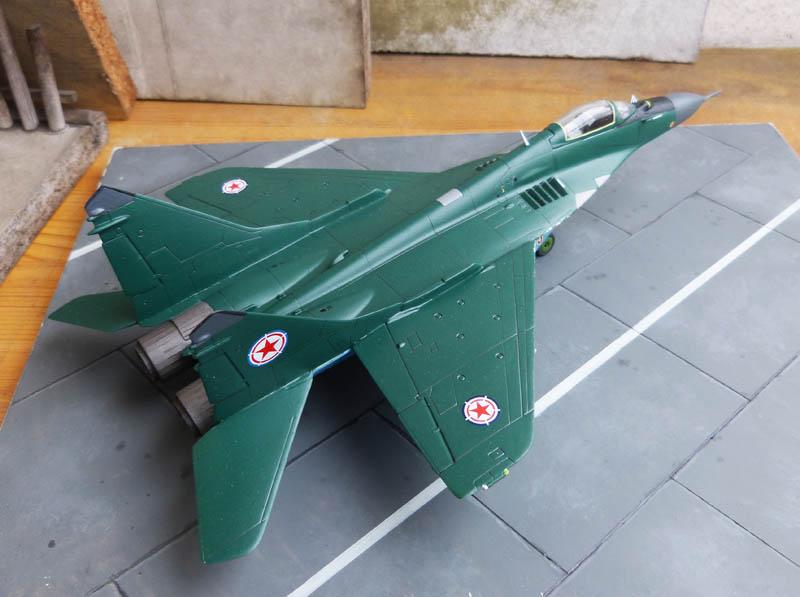 Mig 29 Nord coréen de parade - Heller (boitage Airfix). Mig29_14