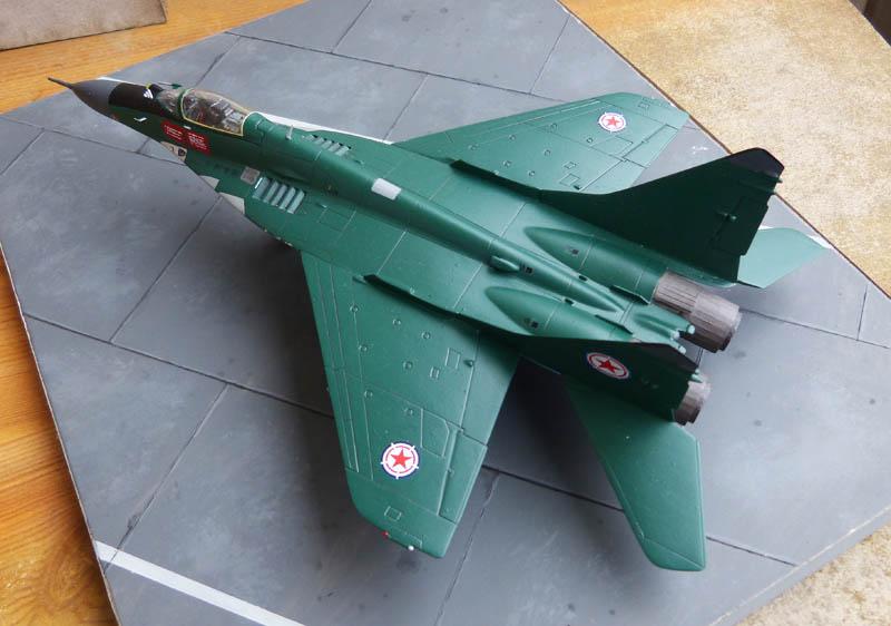 Mig 29 Nord coréen de parade - Heller (boitage Airfix). Mig29_16