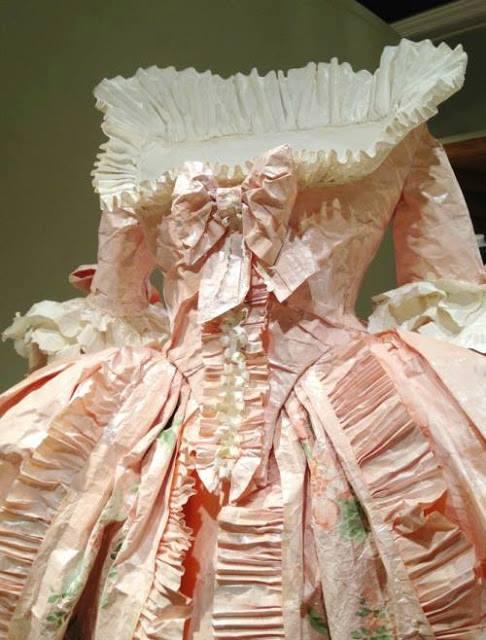 Les costumes de papier d'Isabelle de Borchgrave 16683810