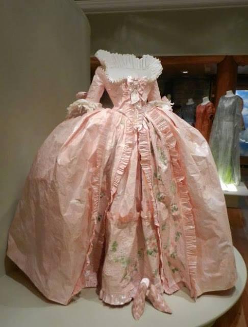 Les costumes de papier d'Isabelle de Borchgrave 16729510