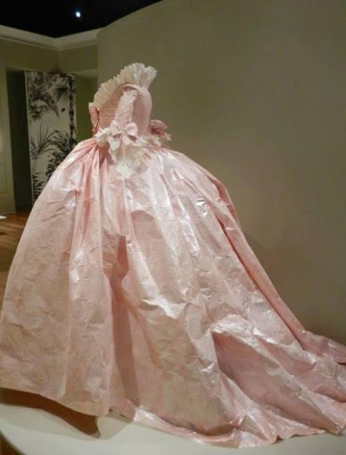 Les costumes de papier d'Isabelle de Borchgrave 16807110