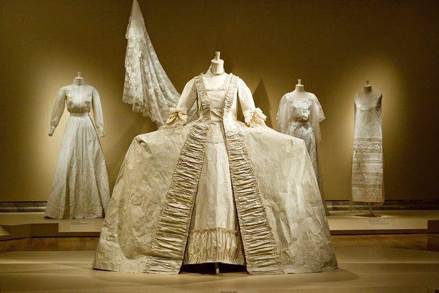 Les costumes de papier d'Isabelle de Borchgrave 16807510
