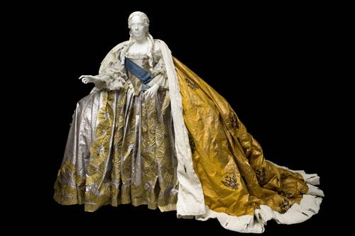 Les costumes de papier d'Isabelle de Borchgrave Elizab10