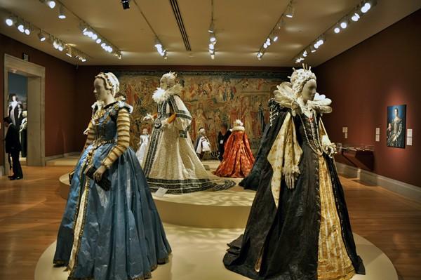 Les costumes de papier d'Isabelle de Borchgrave Medici10