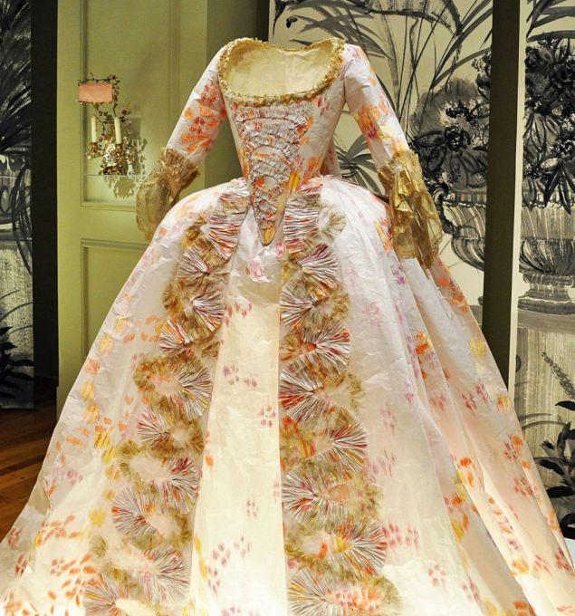 Les costumes de papier d'Isabelle de Borchgrave Paper210