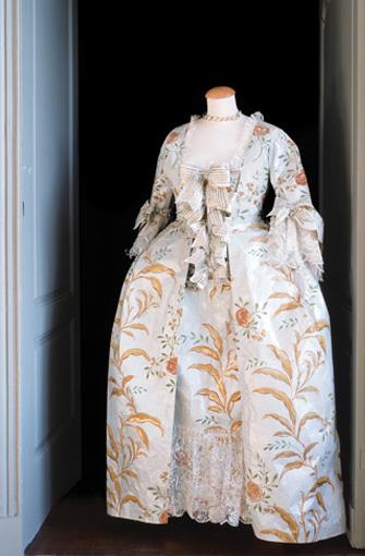 Les costumes de papier d'Isabelle de Borchgrave Rob_pa10