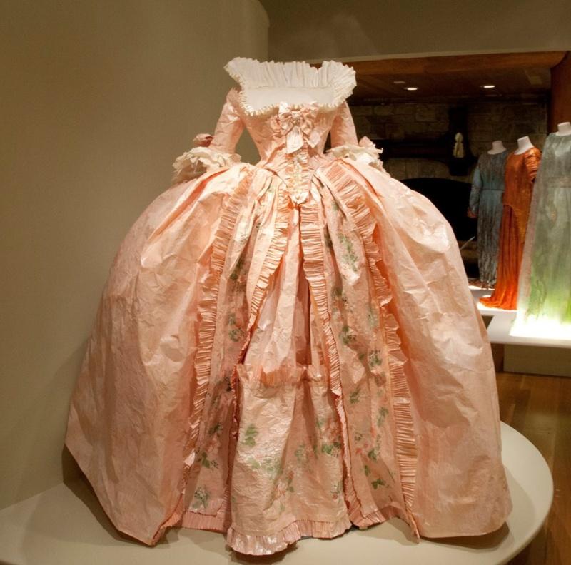 Les costumes de papier d'Isabelle de Borchgrave Robe_p10
