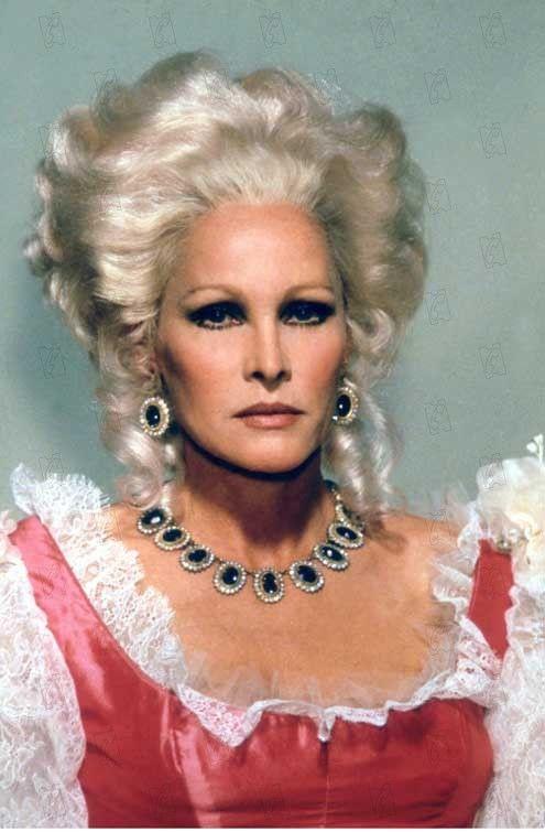 cinéma - Les actrices interprètes de Marie-Antoinette au cinéma - Page 2 Ursula10
