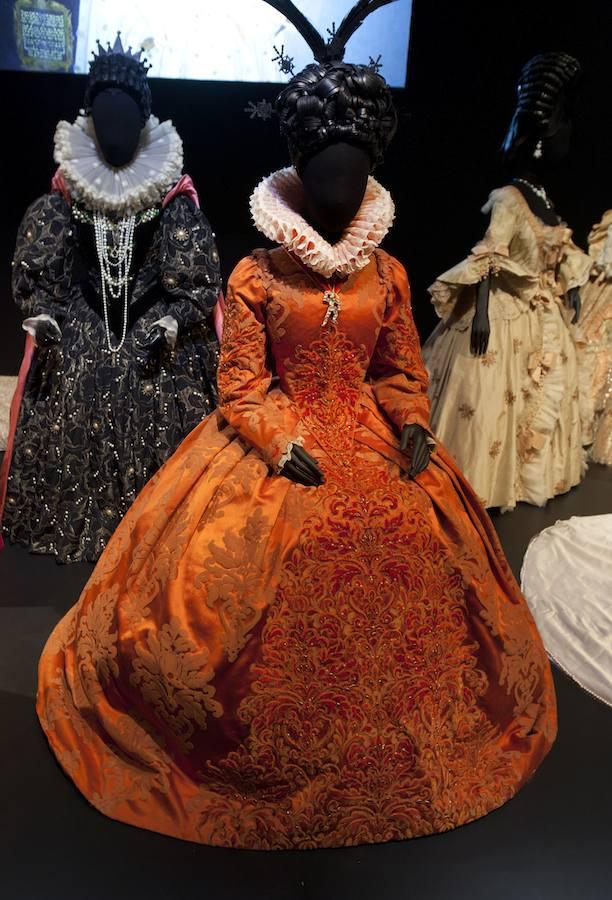 Les costumes de papier d'Isabelle de Borchgrave Vaholl10