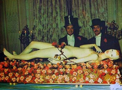 FIESTA ILLUMINATI DE LOS ROTHSCHILD (1972) Ew21