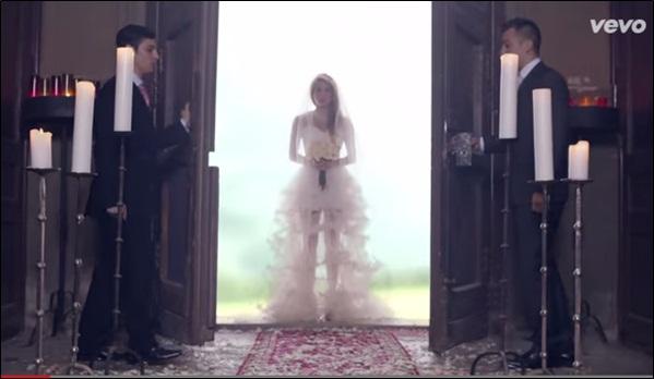 EMPIRE (Shakira) Van16