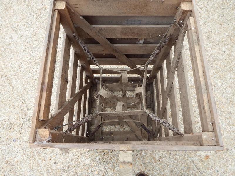 Caisse bois découverte dans un grenier Resize23
