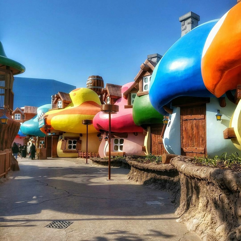 [ÉAU] Dubai Parks & Resorts : motiongate, Bollywood Parks, Legoland (2016) et Six Flags (2019) - Page 8 Smurfs13