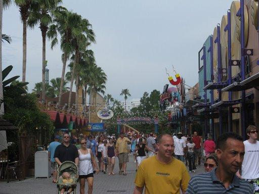 Les vacances de Mister Wolfi et Matttthieu : Walt Disney World Tour 2008 - Page 2 Img_0112