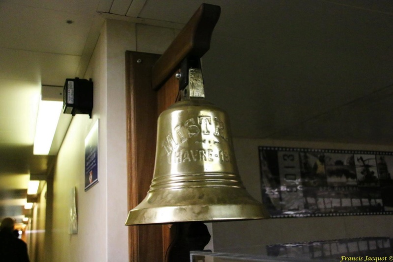[Autres sujets marine] Les cloches de nos bâtiments (Armés et désarmés) - Page 2 Img_1010