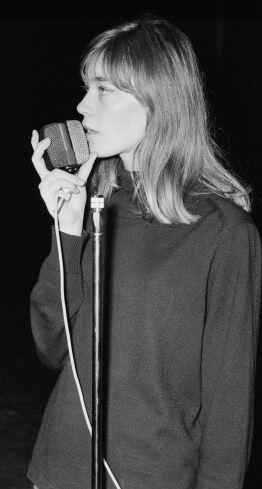 Mars 1963 - Albert Simonin et Françoise Hardy - 3ème partie Captur12