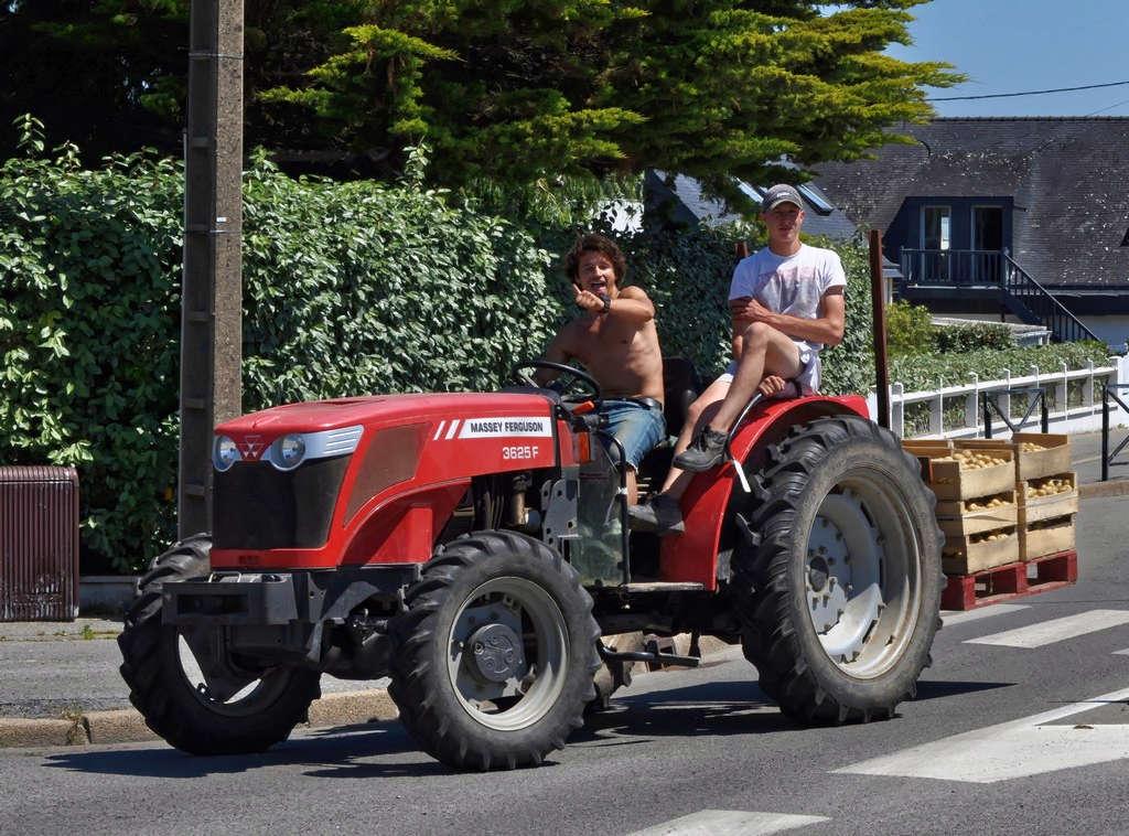 Il a la patate ce tracteur ! Dsc_0351