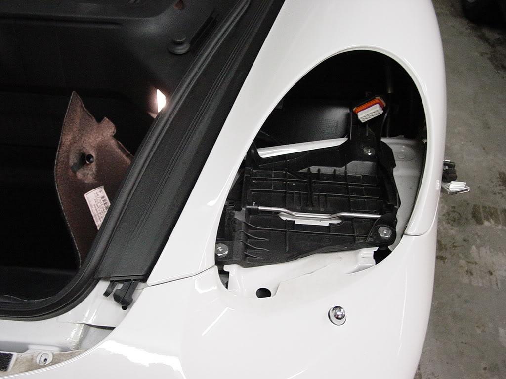 Démontage pare choc avant Porsche 997 Dsc03295