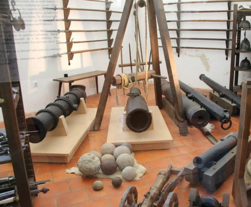 canons du chàteau de Ptuj Slovénie 16864910