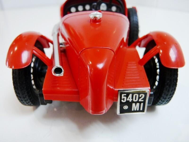 Alfa Roméo 8C 2300 Monza - 1934 - BBurago 1/18 ème Alfa_r12
