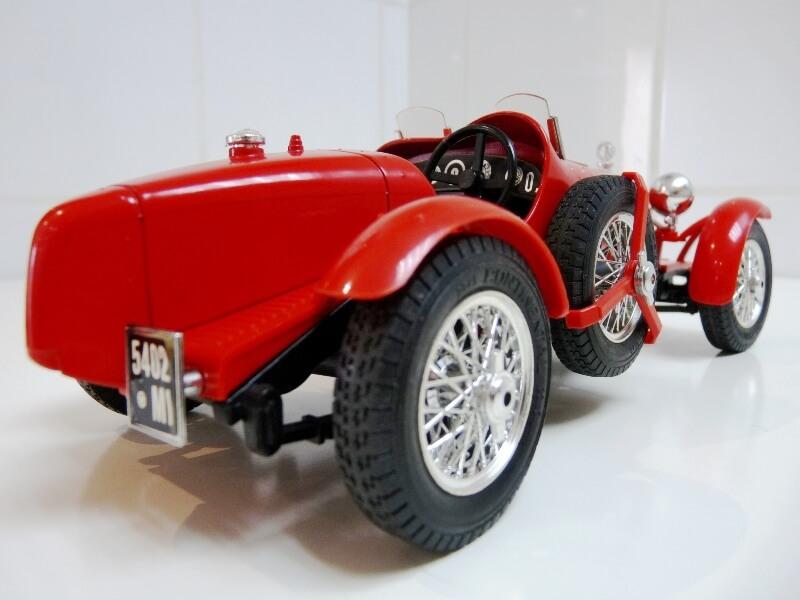 Alfa Roméo 8C 2300 Monza - 1934 - BBurago 1/18 ème Alfa_r13