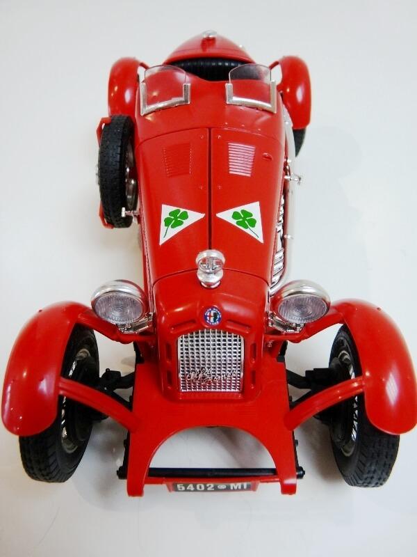 Alfa Roméo 8C 2300 Monza - 1934 - BBurago 1/18 ème Alfa_r15