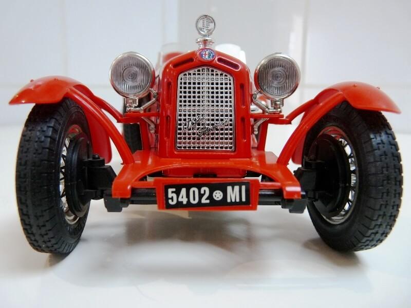 Alfa Roméo 8C 2300 Monza - 1934 - BBurago 1/18 ème Alfa_r21