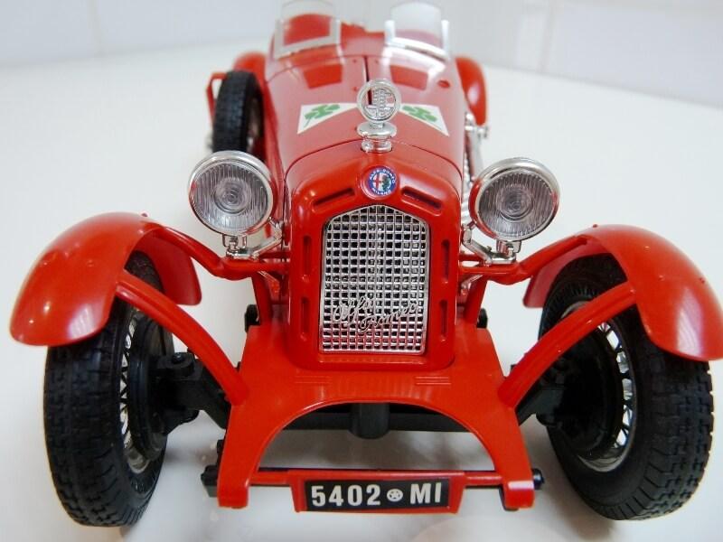 Alfa Roméo 8C 2300 Monza - 1934 - BBurago 1/18 ème Alfa_r23