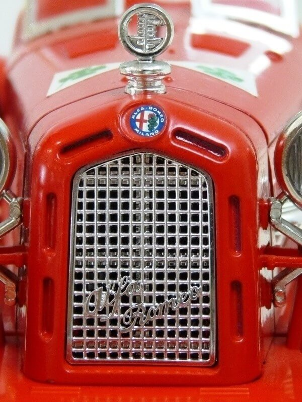 Alfa Roméo 8C 2300 Monza - 1934 - BBurago 1/18 ème Alfa_r27