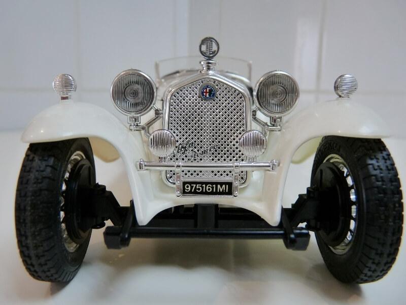 Alfa Roméo 2300 Spider - 1932 - BBurago 1/18 ème Alfa_r33