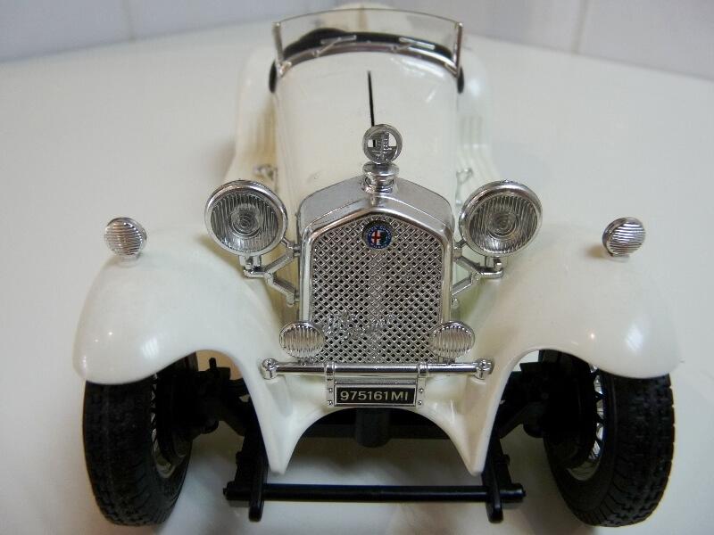 Alfa Roméo 2300 Spider - 1932 - BBurago 1/18 ème Alfa_r34