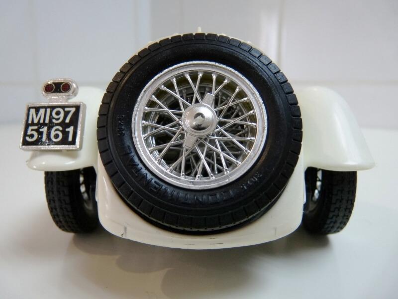 Alfa Roméo 2300 Spider - 1932 - BBurago 1/18 ème Alfa_r36