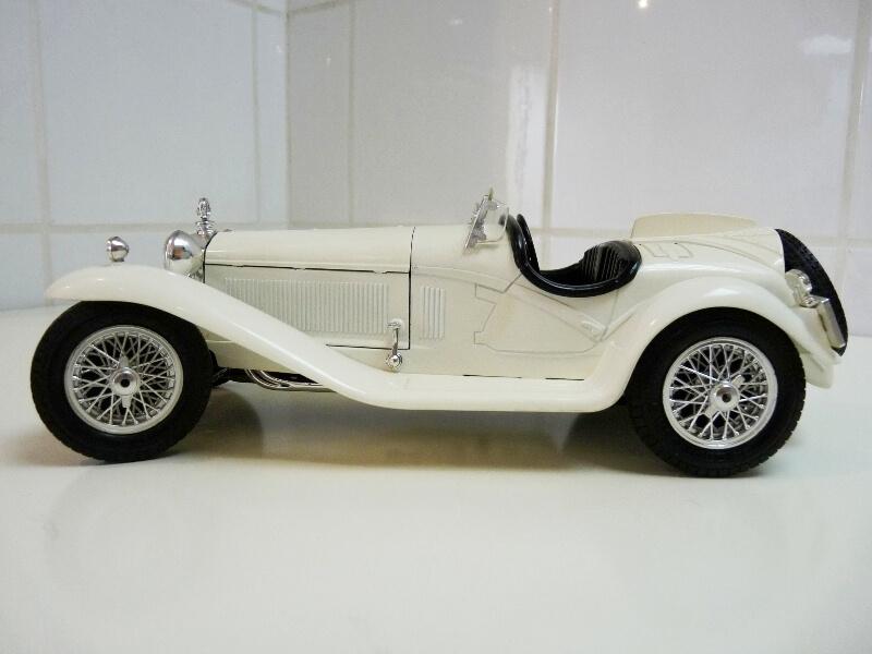 Alfa Roméo 2300 Spider - 1932 - BBurago 1/18 ème Alfa_r37