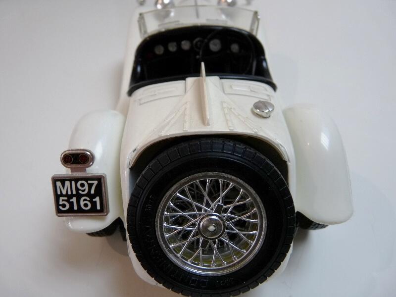 Alfa Roméo 2300 Spider - 1932 - BBurago 1/18 ème Alfa_r38