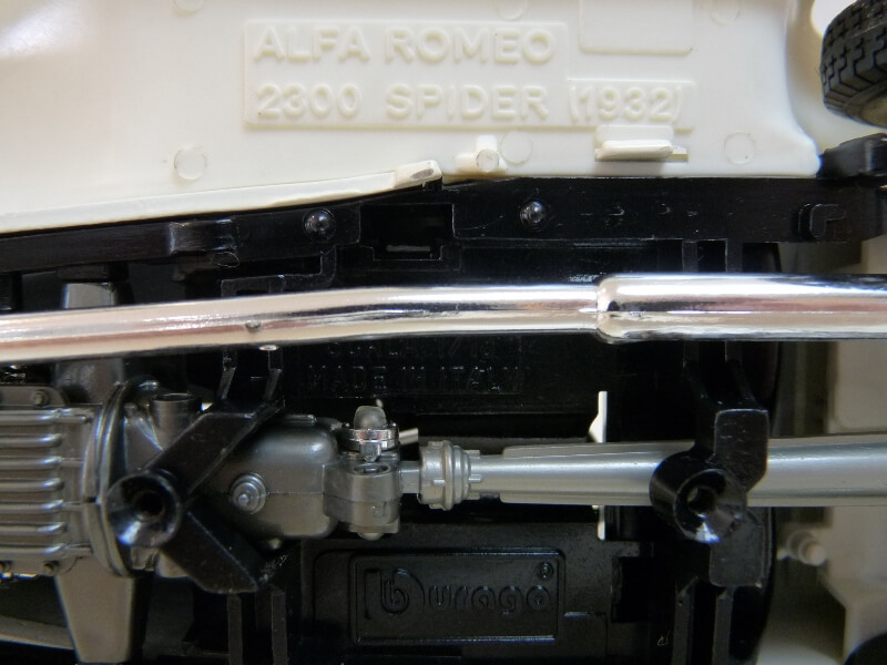 Alfa Roméo 2300 Spider - 1932 - BBurago 1/18 ème Alfa_r40