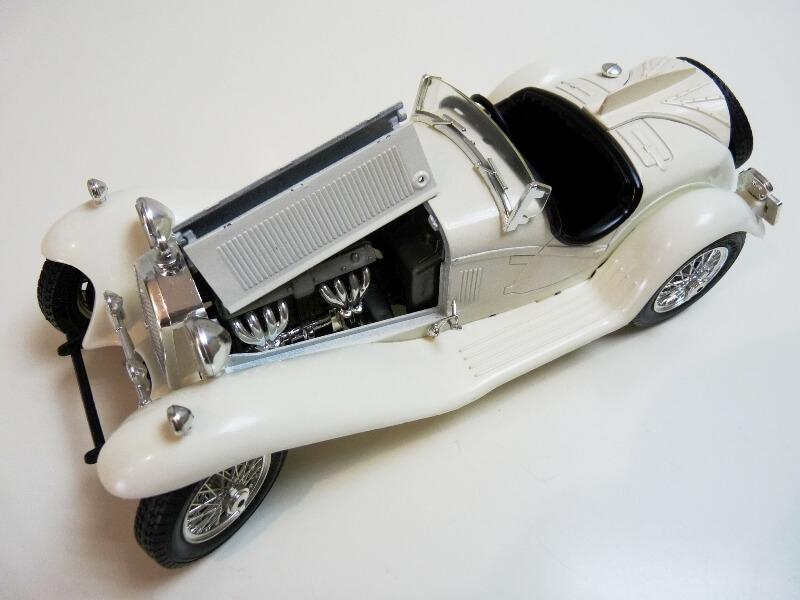 Alfa Roméo 2300 Spider - 1932 - BBurago 1/18 ème Alfa_r43