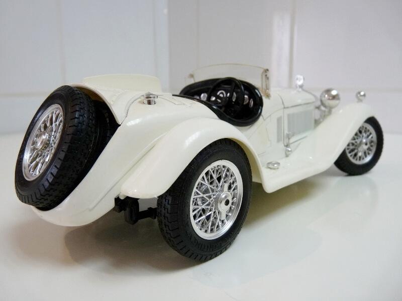 Alfa Roméo 2300 Spider - 1932 - BBurago 1/18 ème Alfa_r44