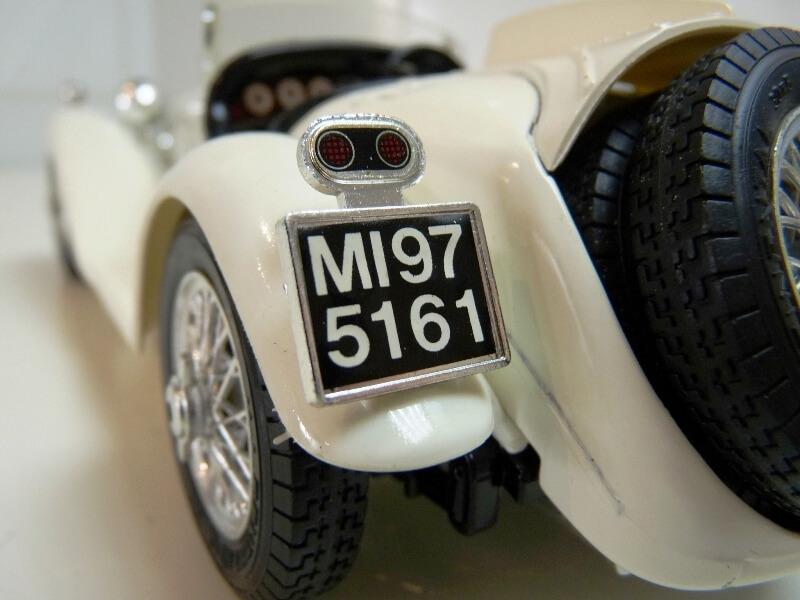 Alfa Roméo 2300 Spider - 1932 - BBurago 1/18 ème Alfa_r46