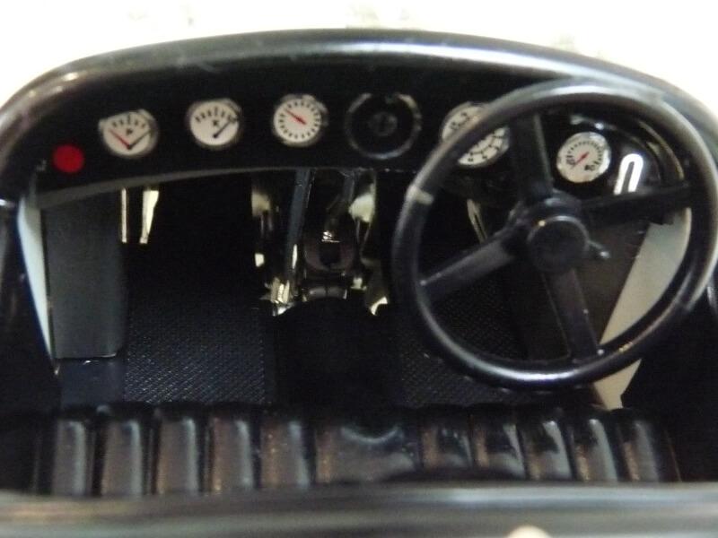 Alfa Roméo 2300 Spider - 1932 - BBurago 1/18 ème Alfa_r48