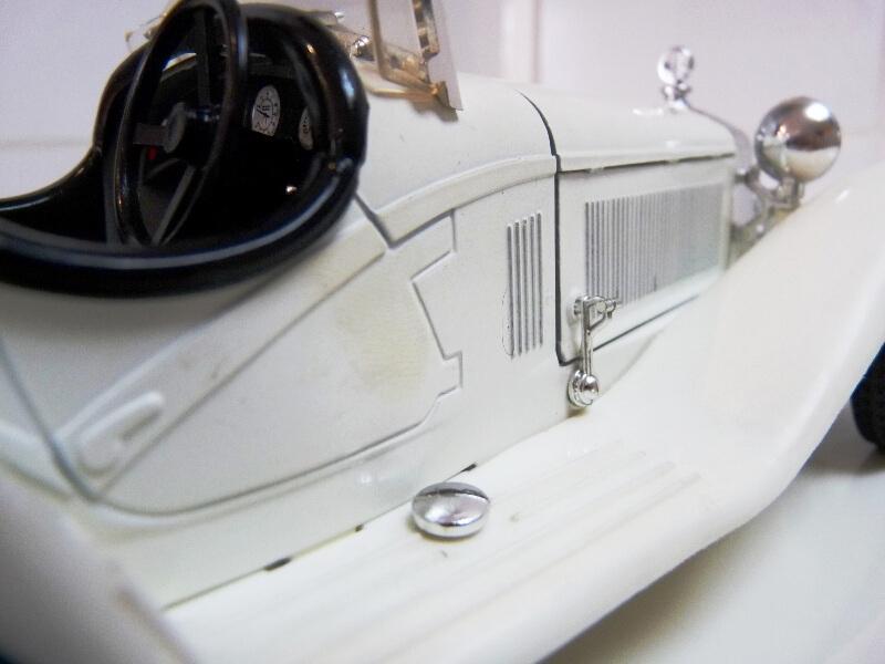 Alfa Roméo 2300 Spider - 1932 - BBurago 1/18 ème Alfa_r49