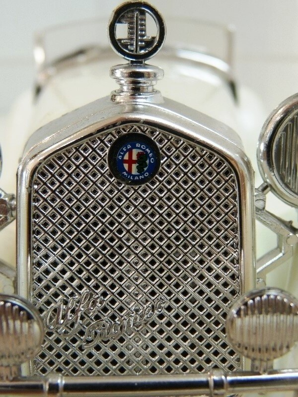 Alfa Roméo 2300 Spider - 1932 - BBurago 1/18 ème Alfa_r51