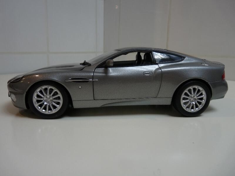 Aston Martin Vanquish - 2001 - James Bond - The Beanstalk Groupe 1/18 ème Aston_12