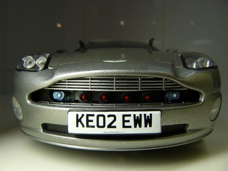 Aston Martin Vanquish - 2001 - James Bond - The Beanstalk Groupe 1/18 ème Aston_13