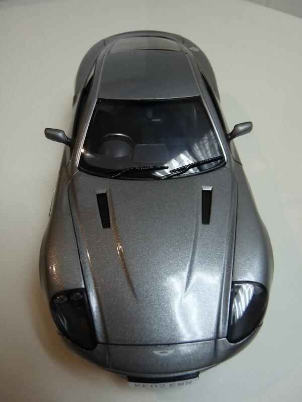 Aston Martin Vanquish - 2001 - James Bond - The Beanstalk Groupe 1/18 ème Aston_15