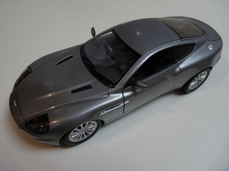 Aston Martin Vanquish - 2001 - James Bond - The Beanstalk Groupe 1/18 ème Aston_17