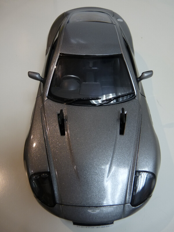 Aston Martin Vanquish - 2001 - James Bond - The Beanstalk Groupe 1/18 ème Aston_18