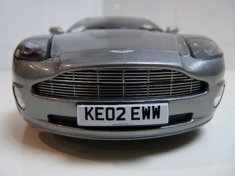 Aston Martin Vanquish - 2001 - James Bond - The Beanstalk Groupe 1/18 ème Aston_19